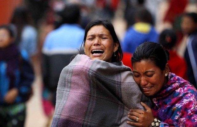 Family members break down during the cremation of an earthquake victim in Bhaktapur near Kathmandu, Nepal, Sunday, April 26, 2015. (Photo by Niranjan Shrestha/AP Photo)