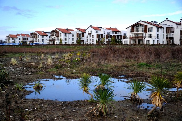 Athlete residences are seen from the path to the olympic village complex prior to the start of the 2014 Sochi Winter Olympics on February 1, 2014 in Sochi. (Photo by Antonin Thuillier/AFP Photo)