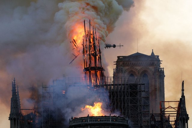 The steeple collapses as smoke and flames engulf the Notre-Dame Cathedral in Paris on April 15, 2019. (Photo by Geoffroy Van Der Hasselt/AFP Photo)