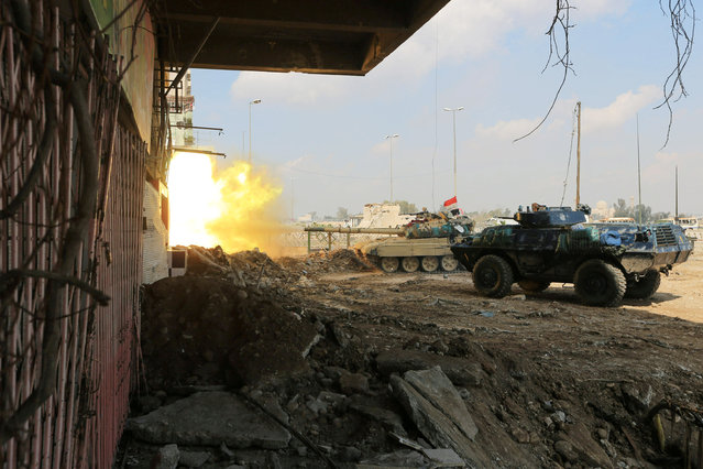 A tank of Iraqi rapid response forces fires against Islamic State militants at the Bab al-Tob area in Mosul, Iraq, March 14, 2017. (Photo by Ari Jalal/Reuters)