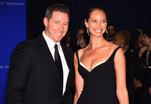 Actor Edward Burns (L) and model Christy Turlington attend the 102nd White House Correspondents' Association Dinner on April 30, 2016 in Washington, DC. (Photo by Larry Busacca/Getty Images)
