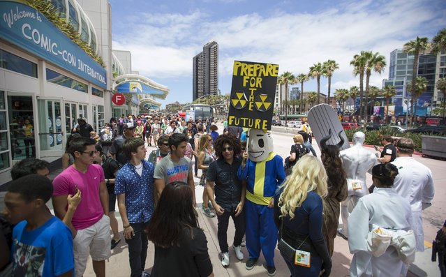People walk outside convention center during the 2015 Comic-Con International Convention in San Diego, California July 10, 2015. (Photo by Mario Anzuoni/Reuters)