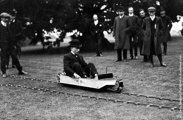 1907:  A demonstration of a model of the Brennan Mono Rail