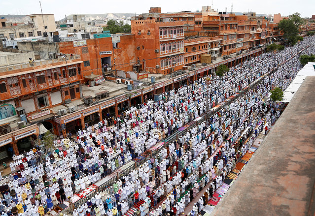 Muslims offer prayers during the last Friday of the holy fasting month of Ramadan, in Jaipur, June 23, 2017. (Photo by Himanshu Sharma/Reuters)
