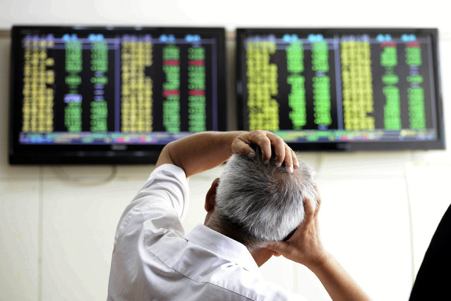 A Chinese stock investor reacts near a display for stock prices at a brokerage house in Qingdao in eastern China's Shandong province Tuesday, August 25, 2015. Chinese stocks tumbled again Tuesday after their biggest decline in eight years while most other Asian markets rebounded from a day of heavy losses. (Photo by Chinatopix via AP Photo)
