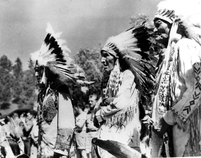 Three survivors of the Battle of Little Big Horn stand together in Custer State Park in Custer, S.D. on September 2, 1948.  Left to right are, Iron Hawk, Dewey Beard and High Eagle. (Photo by AP Photo)