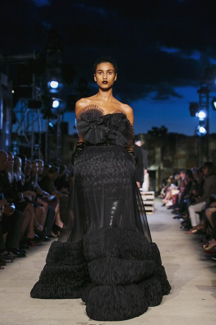 A model presents a creation from the Givenchy Spring/Summer 2016 collection during New York Fashion Week in New York September 11, 2015. (Photo by Lucas Jackson/Reuters)