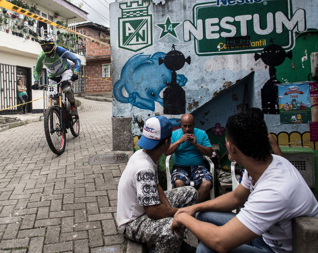 Colombia's downhill rider Kevin Zapata competes during the Urban Bike Inder Medellin race final at the Comuna 1 shantytown in Medellin, Antioquia department, Colombia on November 19, 2017. (Photo by Joaquin Sarmiento/AFP Photo)