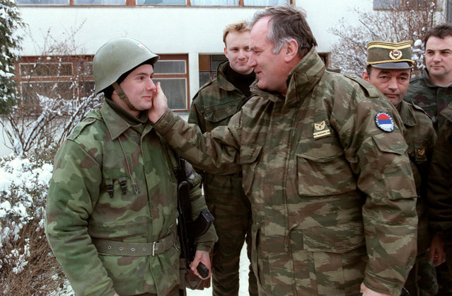 In this file picture taken on February 15, 1994 Commander of Serbian forces in Bosnia General Ratko Mladic (C) speaks to a Serbian soldier at the Lukavica barracks on the ouskirts of Sarajevo six days before the NATO ultimatum. Serbian authorities have arrested a man believed to be the former Bosnian Serb military chief Ratko Mladic, broadcaster B92 reported on May 26, 2011. A man known as Milorad Komadic, who is believed to be Mladic, was arrested and authorities are currently carrying out tests to confirm his identity, the radio station reported. (Photo by Pascal Guyot/AFP Photo)