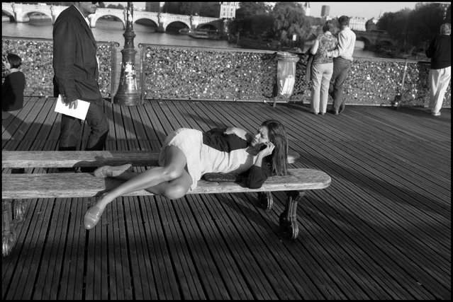 The art of choosing good office space. Paris, Le Pont des Arts. (Photo and comment by Peter Turnley)