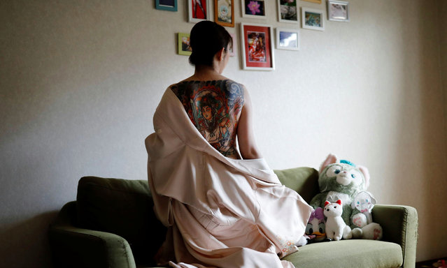 Rie Yoshihara, 33, shows tattoos on her back as she poses for a photograph at her home in Warabi, Saitama Prefecture, Japan, September 7, 2020. Yoshihara, who works in a shop dressing tourists in kimonos, said her shocked father has still not seen her full back tattoo. (Photo by Kim Kyung-Hoon/Reuters)