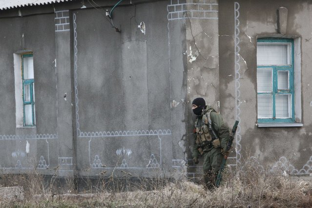 A Ukrainian serviceman guards his position in the eastern Ukrainian town of Debaltseve in Donetsk region December 24, 2014. (Photo by Valentyn Ogirenko/Reuters)
