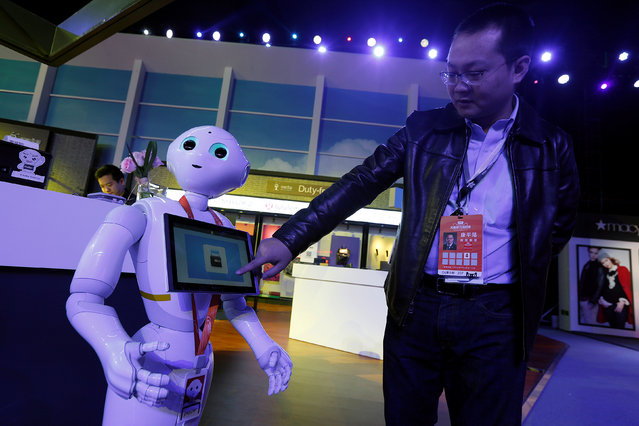 An exhibitor demonstrates a face detection flight boarding system inside an exhibition venue during Alibaba Group's 11.11 Singles' Day global shopping festival in Shenzhen, China November 11, 2016. (Photo by Bobby Yip/Reuters)