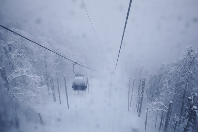 A gondola makes its way toward the Rosa Khutor Alpine Center, a venue for alpine skiing at the 2014 Winter Olympics, Friday, January 31, 2014, in Krasnaya Polyana, Russia. (Photo by Jae C. Hong/AP Photo)