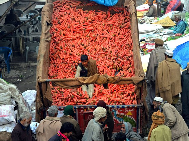 A Pakistani vegetable vendor sells carrots at a market in Lahore on February 10, 2014. Pakistan was on track to receive a third loan package worth 550 million dollars from the International Monetary Fund, the Washington-based lender indicated, saying the nation's economic recovery was gathering pace. (Photo by Arif Ali/AFP Photo)