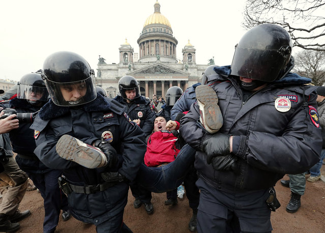 Police detain a protester demonstrating against the Russian military actions in Crimea and developments in Russian-Ukrainian relations during an unsanctioned rally in St.Petersburg, Russia, 02 March 2014. Russia ratcheted tension in the Ukraine crisis on 01 March with its upper house of parliament approving the use of armed forces in the Crimean peninsula, which is part of Ukraine. (Photo by Anatoly Maltsev/EPA)