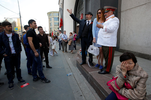 A woman poses for a photograph with impersonators of Soviet state founder Vladimir Lenin and Soviet leader Josef Stalin in central Moscow, Russia, May 9, 2016. (Photo by Sergei Karpukhin/Reuters)