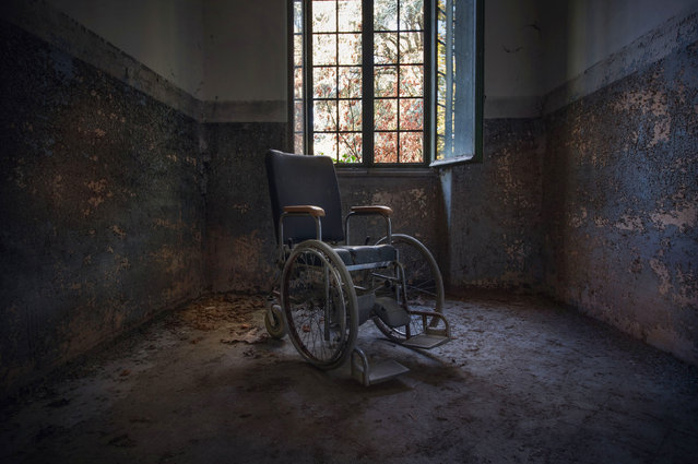 An abandoned wheelchair in Ospedale. (Photo by Gaz Mather/Cater News)