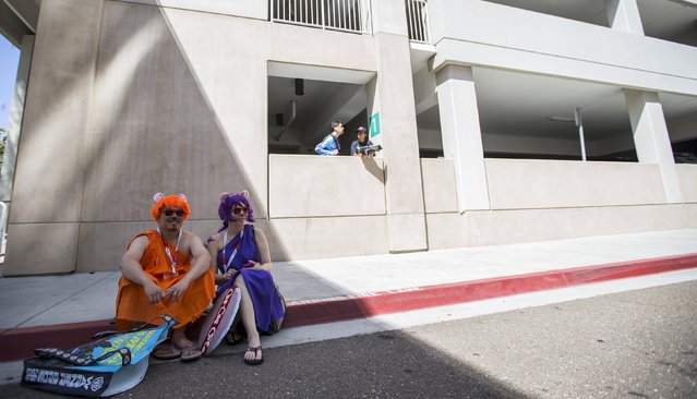 """Cosplay enthusiasts Phil and Claudia, dressed like characters of """"The Case of the Cola Cult"""" from """"Chip 'n Dale Rescue Rangers"""" wait during the 2015 Comic-Con International Convention in San Diego, California July 10, 2015. (Photo by Mario Anzuoni/Reuters)"""