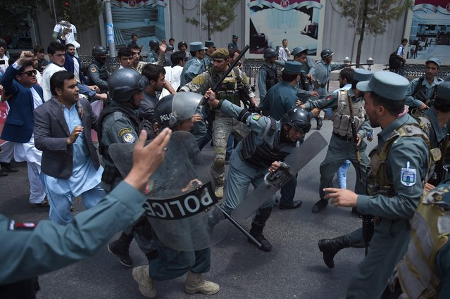 Afghan riot police clash with Afghan protesters during a demonstration against Taliban militants and the kidnapping of civilians in a northern province, near Zanbaq Square in Kabul on June 17, 2016. Hundreds of Afghans staged a protest in the city of Kabul on June 17, over recent kidnappings of civilians in northeastern Afghanistan by Taliban insurgents. (Photo by Wakil Kohsar/AFP Photo)