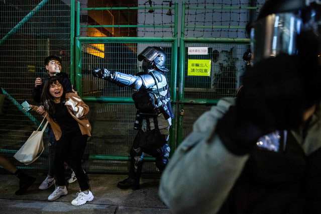 Police arrive to conduct a clearance operation in the Kowloon district of Hong Kong on December 31, 2019. Pro-democracy protesters in Hong Kong held hands and formed human chains across the city on Tuesday, as they carried their months-long movement and its demands into 2020 with midnight countdown rallies and a massive march planned for New Year's Day. (Photo by Isaac Lawrence/AFP Photo)