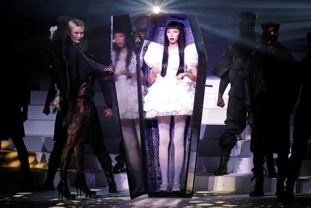 A model stands in a coffin next to model Karlie Kloss during the Jean Paul Gaultier Haute Couture Spring/Summer 2020 collection show in Paris, France, January 22, 2020. Picture taken January 22, 2020. (Photo by Charles Platiau/Reuters)