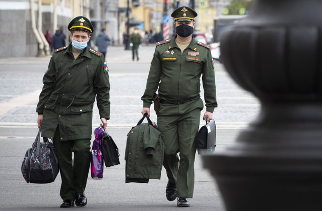 Russian army officers wearing face masks to protect against coronavirus walk in St.Petersburg, Russia, Tuesday, May 19, 2020. Russia has continued to see a steady rise of new infections, and new hot spots have emerged across the vast country of 147-million people that ranks the second in the world behind the United States in the number of coronavirus cases. (Photo by Dmitri Lovetsky/AP Photo)