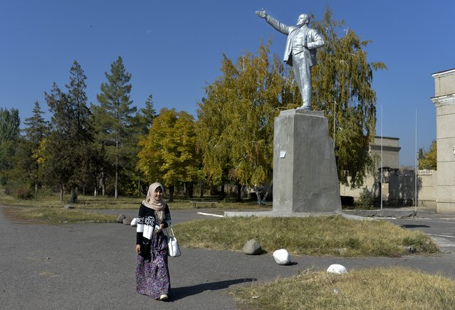 In this photo taken on Wednesday, October 11, 2017, a statue of Vladimir Lenin covered with silver paint stands in Pokrovka village, 50 kilometers (31 miles) west of Bishkek, the capital of Kyrgyzstan. (Photo by Vladimir Voronin/AP Photo)