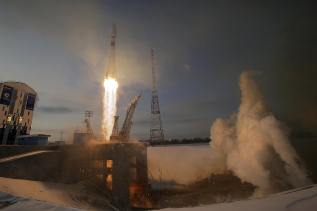 A Russian Soyuz 2.1b rocket carrying Meteor M satellite and additional 18 small satellites, lifts off from the launch pad at the new Vostochny cosmodrome outside the city of Tsiolkovsky, about 200 kilometers (125 miles) from the city of Blagoveshchensk in the far eastern Amur region, Russia, Tuesday, November 28, 2017. (Photo by Dmitri Lovetsky/AP Photo)