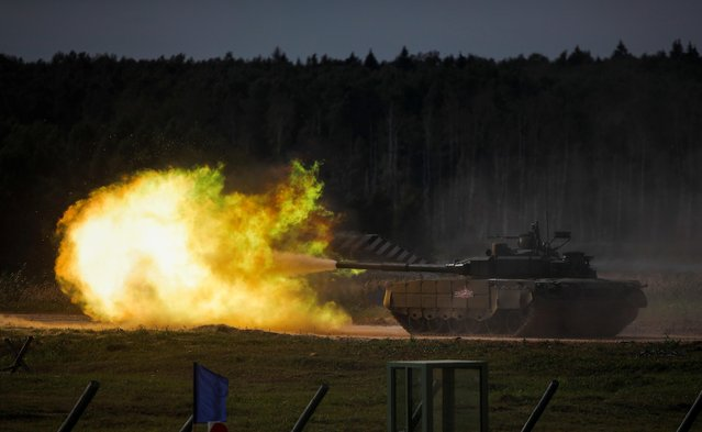 "A T-90 tank fires during a demonstration at the International military-technical forum ""Army-2020"" at Alabino range in Moscow Region, Russia on August 23, 2020. (Photo by Maxim Shemetov/Reuters)"