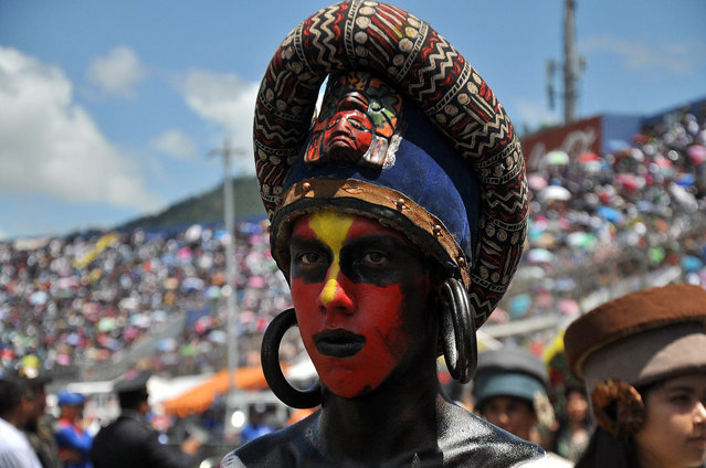 A man dressed in traditional indigenous attire takes part in the parade to celebrate the 195th anniversary of Honduran independence in Tegucigalpa, Honduras, 15 September 2016. Along with all the Central American provinces under Spanish colonial rule, Honduras declared independence on 15 September 1821. (Photo by Humberto Espinoza/EPA)
