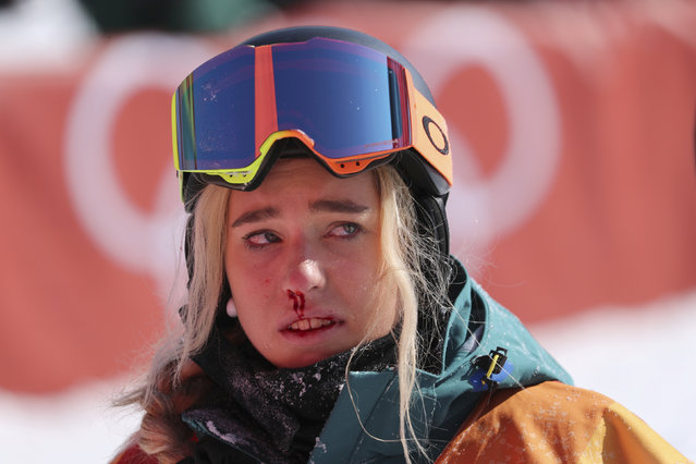 Australia' s Emily Arthur bleeds from her nose after falling in a run of the women' s snowboard halfpipe final event at the Phoenix Park during the Pyeongchang 2018 Winter Olympic Games on February 13, 2018 in Pyeongchang. (Photo by Mike Blake/Reuters)