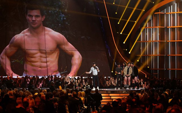 "Taylor Lautner accepts the award for best shirtless performance for ""The Twilight Saga: Breaking Dawn – Part 2"". (Photo by Matt Sayles/Invision)"