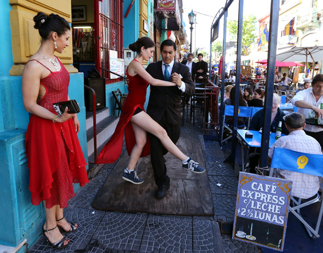 A couple dance tango for tourists at Caminito, a touristic hotspot of La Boca neighborhood in Buenos Aires, Argentina, October 15, 2016. (Photo by Enrique Marcarian/Reuters)
