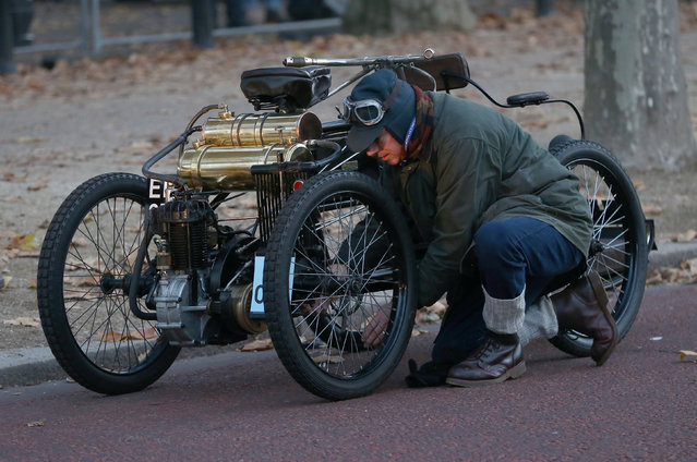 A participants mends his vintage car during the annual London to Brighton veteran car run in London, Britain November 6, 2016. (Photo by Neil Hall/Reuters)