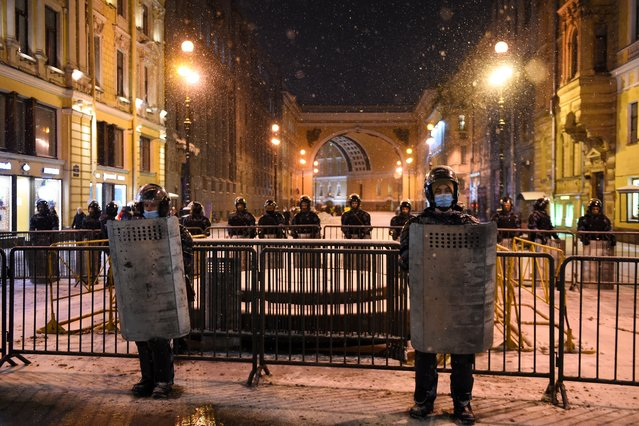 Law enforcement officers are seen deployed in downtown Saint Petersburg as the Moscow City Court holds the trial of the Russian opposition leader Alexei Navalny, charged with violating the terms of a 2014 suspended sentence for embezzlement, February 2, 2021. (Photo by Olga Maltseva/AFP Photo)