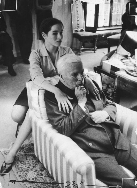 Comic actor Charlie Chaplin (1889 - 1977) with his daughter Geraldine on his 70th birthday at the Manoir de Ban, Switzerland, 16th April 1959. (Photo by Keystone/Hulton Archive/Getty Images)
