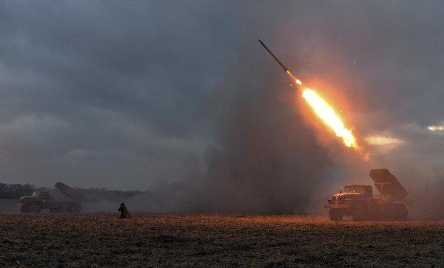Ukrainian servicemen launch a Grad rocket towards pro-Russian separatist forces outside Debaltseve, eastern Ukraine February 8, 2015. (Photo by Alexei Chernyshev/Reuters)