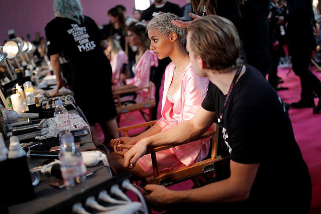 A model gets ready backstage before the Victoria's Secret Fashion Show at the Grand Palais in Paris, France, November 30, 2016. (Photo by Benoit Tessier/Reuters)