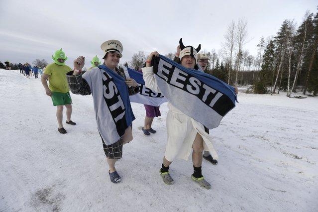 People run to the sauna during the sauna marathon near Otepaa, Estonia, February 6, 2016. (Photo by Ints Kalnins/Reuters)
