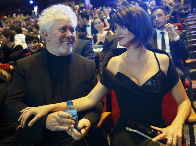 Spanish director Pedro Almodovar and actress Penelope Cruz chat before the start of the Spanish Film Academy's Goya Awards ceremony in Madrid, Spain, February 4, 2017. (Photo by Paul Hanna/Reuters)