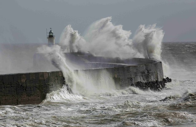 Waves crash against the harbour wall at Newhaven in southern Britain March 28, 2016. (Photo by Neil Hall/Reuters)