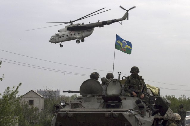 A Ukrainian military helicopter flies near a Ukrainian checkpoint near the town of Slaviansk in eastern Ukraine May 2, 2014. (Photo by Baz Ratner/Reuters)