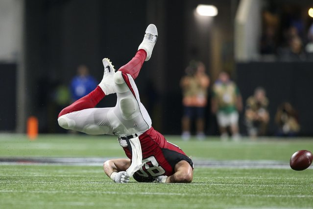 Atlanta Falcons tight end Luke Stocker fumbles after a hit by Philadelphia Eagles strong safety Malcolm Jenkins in the third quarter at Mercedes-Benz Stadium in Atlanta, September 15, 2019. (Photo by Brett Davis/USA TODAY Sports)