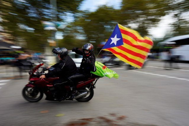 "Motorcyclists drive with an ""Estelada"" (Catalan separatist flag) attached to their bike on Catalonia's national day ""La Diada"" in Barcelona, Spain on September 11, 2019. (Photo by Juan Medina/Reuters)"