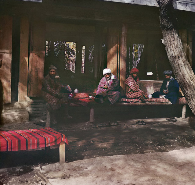 Photos by Sergey Prokudin-Gorsky. Tea room (Chaĭ-khanė). Samarkand, 1911