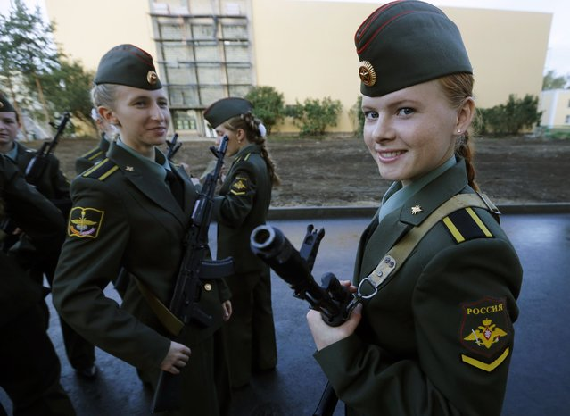 First year cadets of the Military University of Communication smile before an oath-taking ceremony in St.Petersburg September 6, 2014. Some 700 first year cadets of the academy attended the ceremony before starting their studies. (Photo by Alexander Demianchuk/Reuters)
