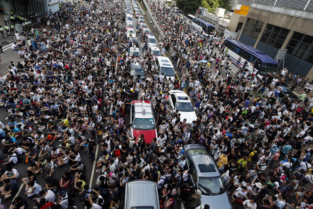 Tens of thousands of protesters block traffic on the main road leading to the financial Central district outside the government headquarters in Hong Kong September 28, 2014. (Photo by Bobby Yip/Reuters)
