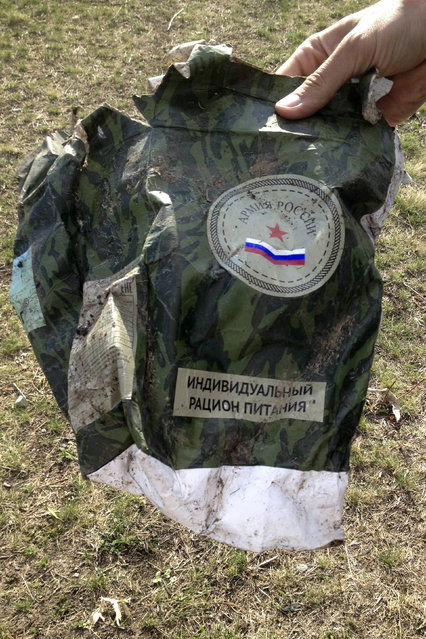 """The label """"Army of Russia"""" marks a used package of meal found on a battlefield near Starobesheve, controlled by pro-Russian separatists, in eastern Ukraine October 1, 2014. (Photo by Maria Tsvetkova/Reuters)"""