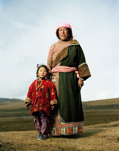 Pachmu (48) with Ranmudja (5) (tibetan names). Tibetan Nomads. Qusina, Qinghai. (Photo by Mathias Braschler and Monika Fischer)